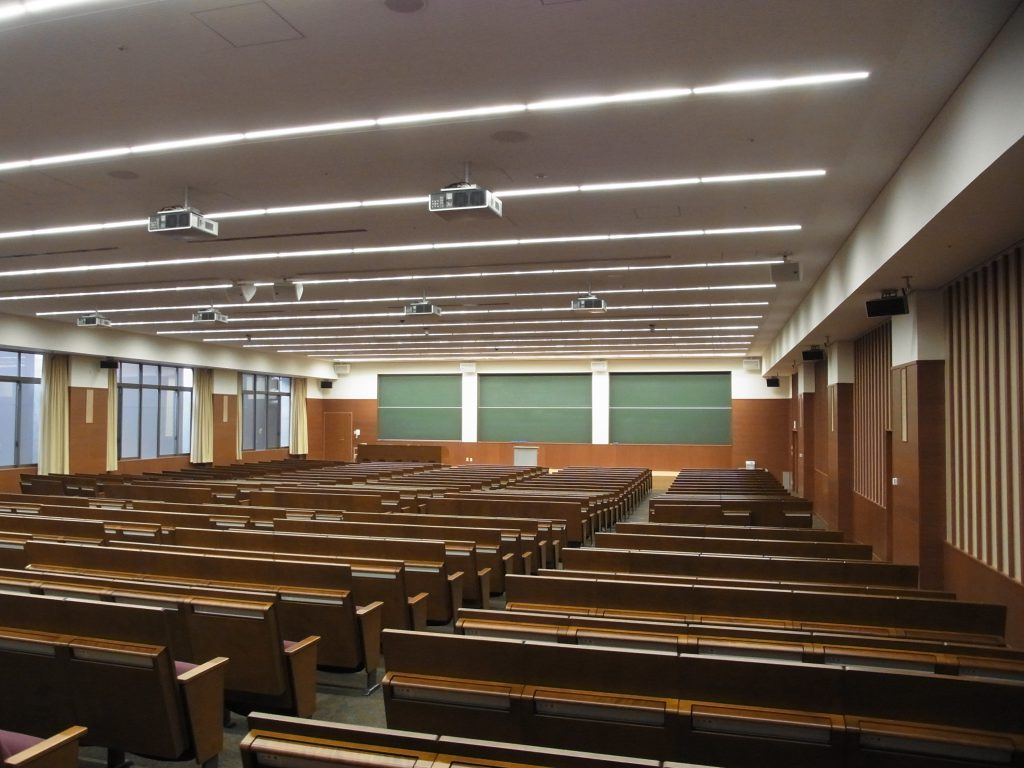 今出川キャンパスの良心館の教室